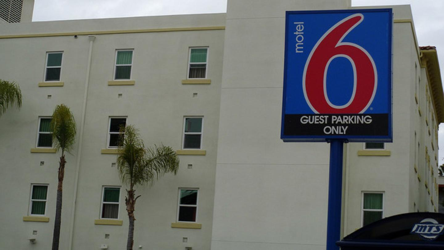 Motel 6 is turning undocumented immigrants in to ICE, attorneys believe: https://t.co/VWSSUbdYpU https://t.co/FuZo3MHuD1