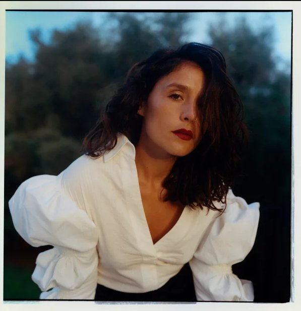 "Jessie Ware shares her new song ""Alone"" and the tracklist for her upcoming album Glasshouse. https://t.co/sADMdPk4pv https://t.co/OFCoojc45o"