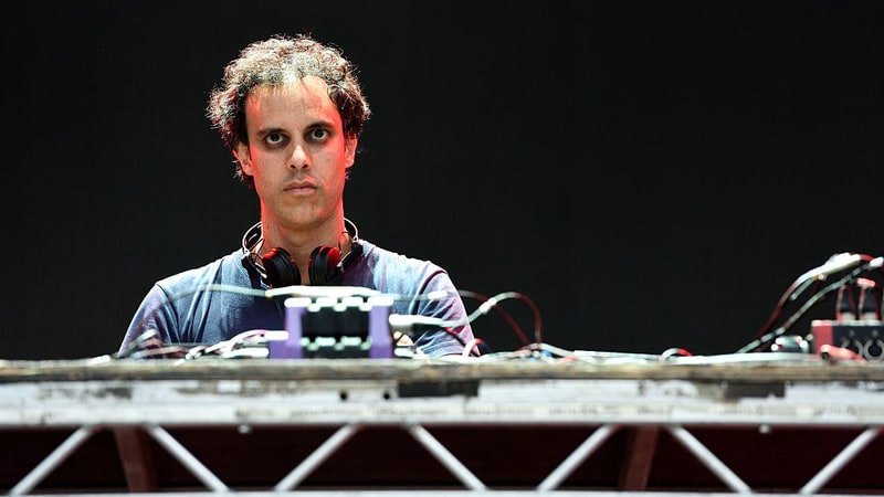 Hear Four Tet's hypnotic new track 'Scientists' https://t.co/GQ07GwZ2NR https://t.co/QnslFhaZnQ
