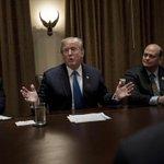 Trump richt pijlen weer op oud-rivaal Clinton