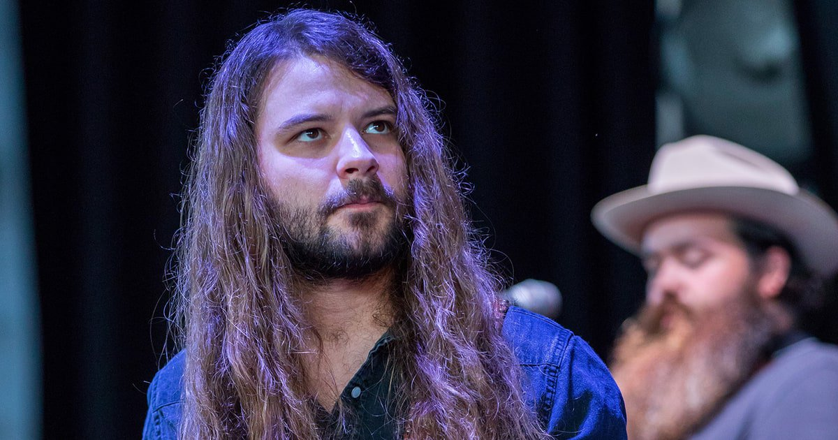 Watch Brent Cobb's video for his funky new song 'Ain't a Road Too Long' https://t.co/zbaSc03gyE https://t.co/T8Myj42cD7
