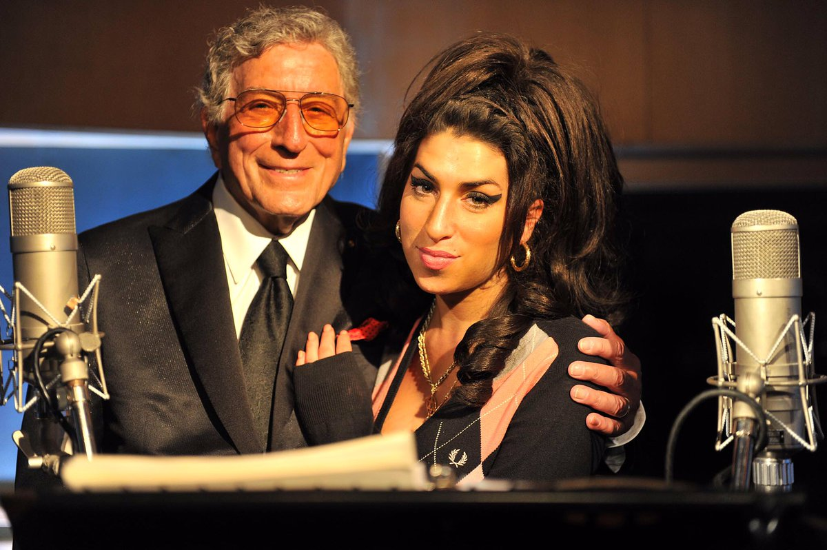 RT @itstonybennett: Thinking of Amy today on her birthday - she was an absolute genius and ultimate jazz singer. https://t.co/L3y3FRipHy