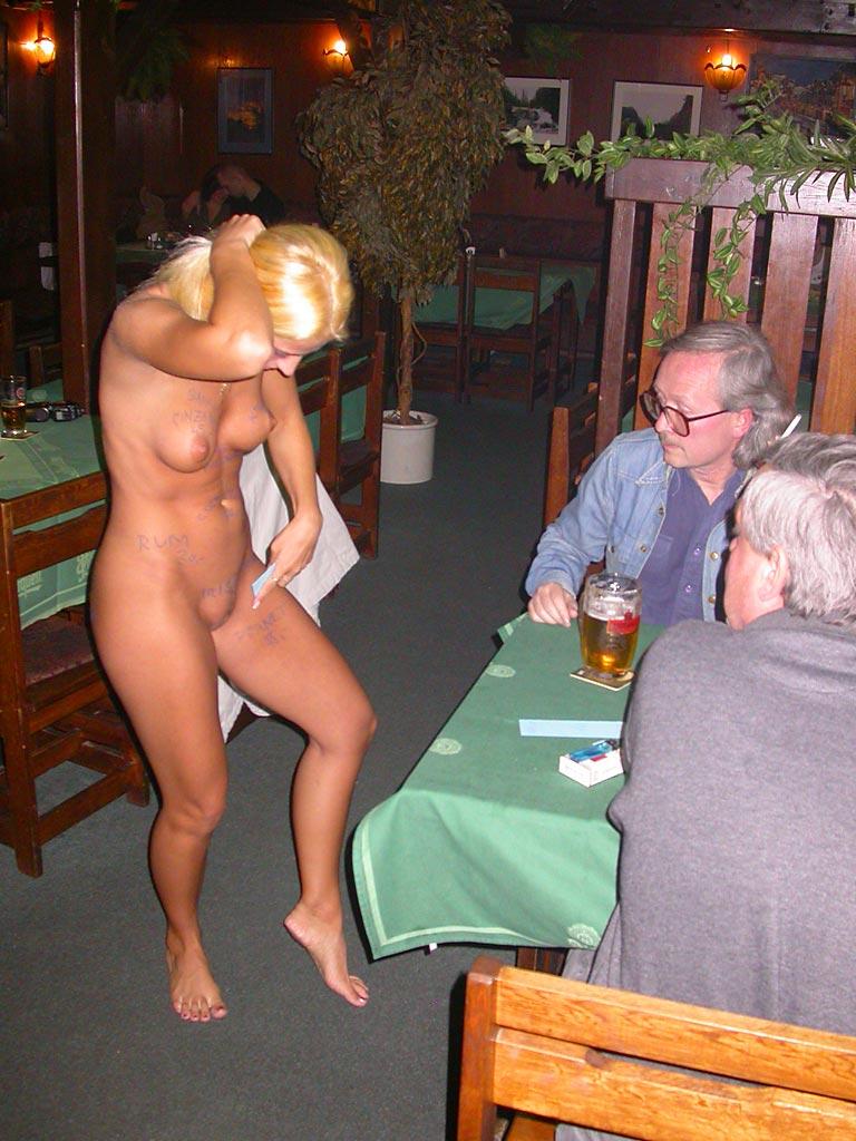 голые официантки в баре фото картинки № 69230