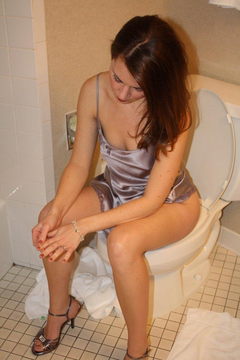 Girls on toilet (@girlsontoilet) - compute.info