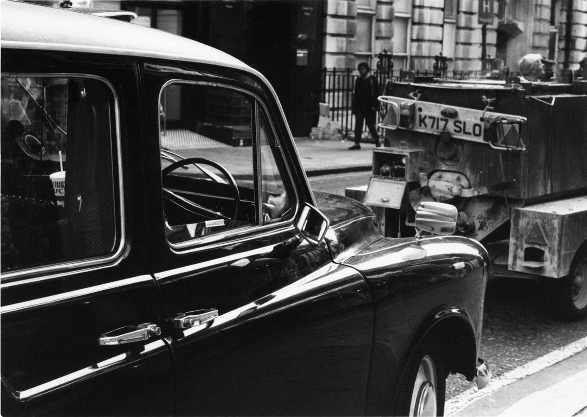 倫敦5/9:タクシー、但し運転手不在 #ファインダー越しの私の世界 #路上観察 #photo #写真 #film #フィ