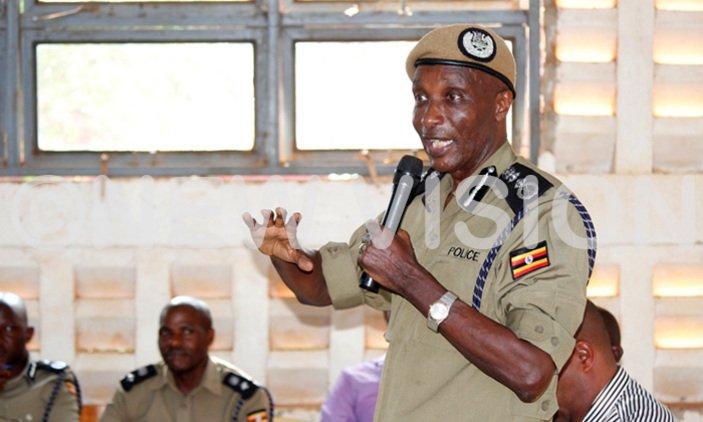 Kayihura tips university students on community policing