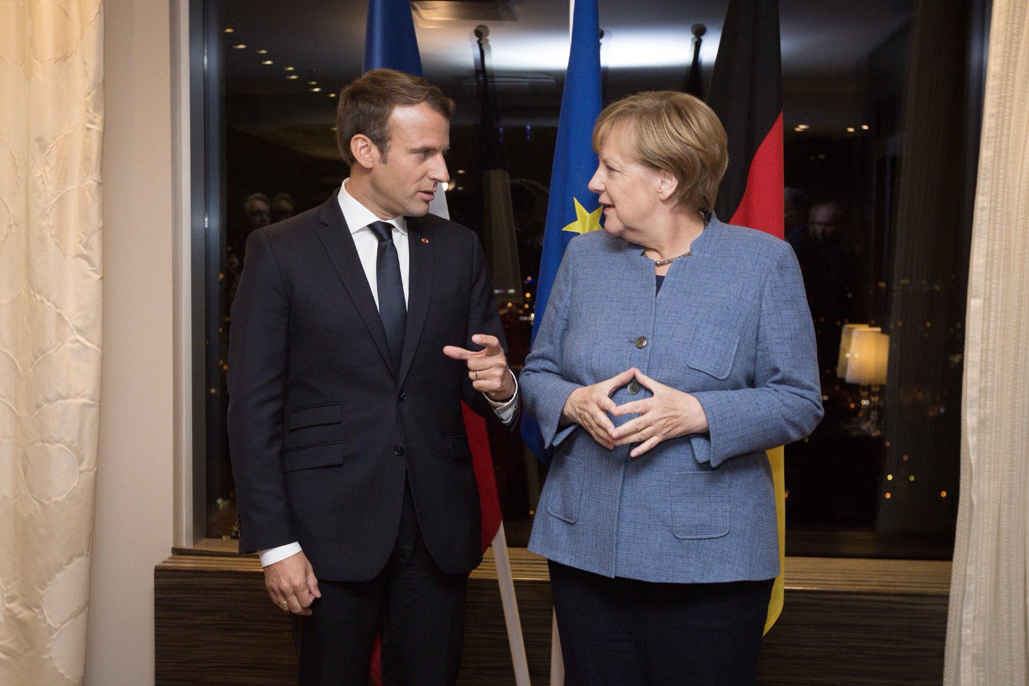 Discussion avec Angela Merkel pour faire avancer l'Europe avant le #TallinnDigitalSummit. https://t.co/qBtrW3u0BU