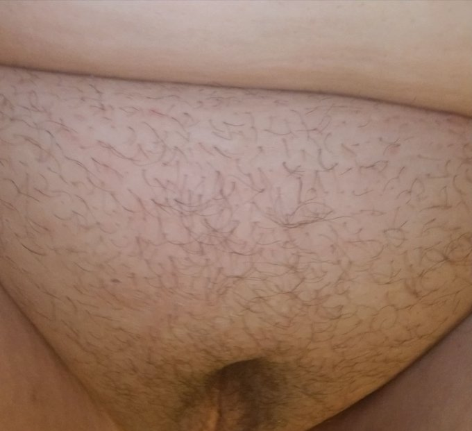 My vagina has never been this hairy before sheesh.. I need a wax! #hairyvagina #natural https://t.co