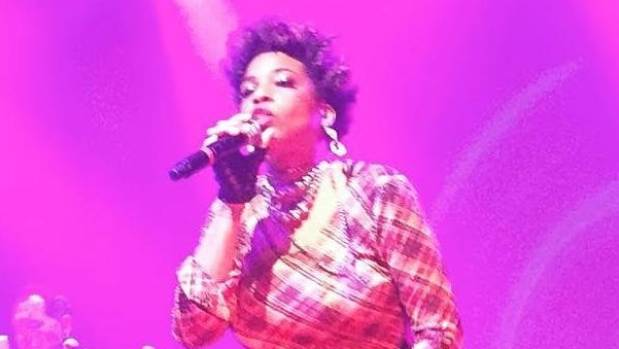 'Hello Sydney' - Macy Gray tries to say hi and she chokes as Perth gig walks out