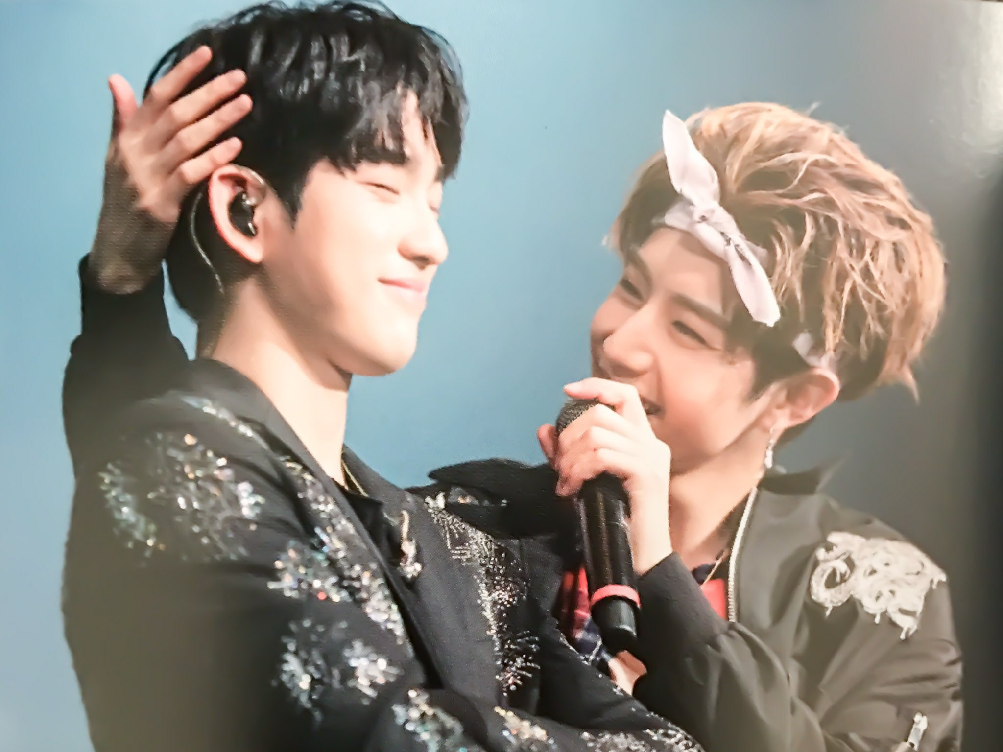 Scrolling up Scrolling down Scrolling up  Scrolling down And this picture is all I can see #markjin https://t.co/c1sF2xMDdP