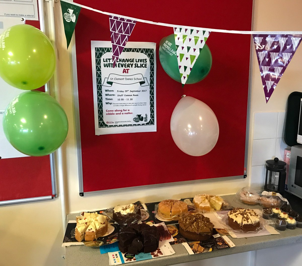 Great to see staff and students at both SCD and CDS making and buying cakes for @macmillancancer #coffeemorning today. https://t.co/jeXPgTjsG4