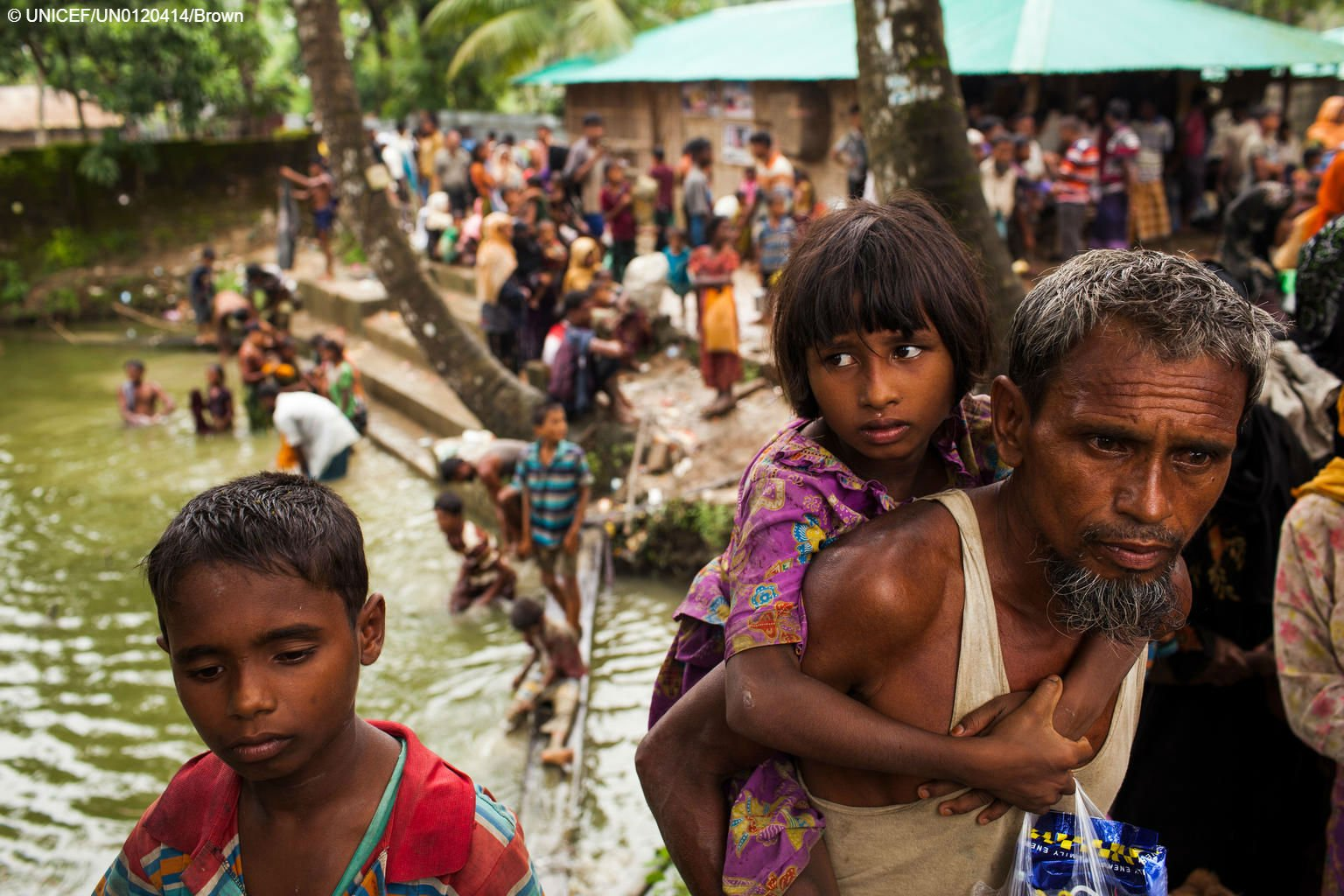 Over 400K Rohingya have fled #Myanmar to #Bangladesh.   60% are children. https://t.co/H4u61OO3Yh https://t.co/BammovhIni