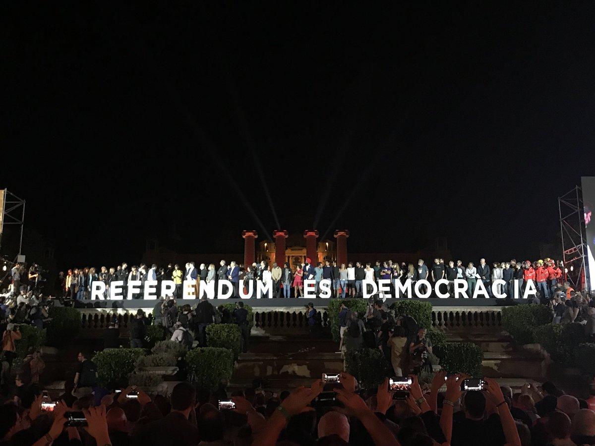 RT @ForcadellCarme: És ben senzill: referèndum és democràcia. Diumenge, cívicament, pacífica i alegra, votarem! https://t.co/j3LfOJ1gQv