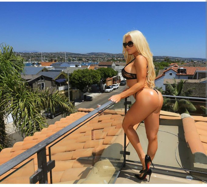 Can't wait too play on @camsdotcom today https://t.co/P6da060WjM who's ready for my holes 😜 https://t