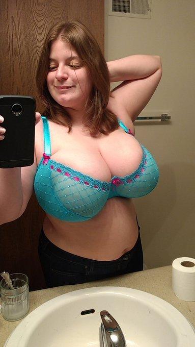 RT if you like my new bra https://t.co/DGxvdHiDuf https://t.co/z0c0Y8I9sN