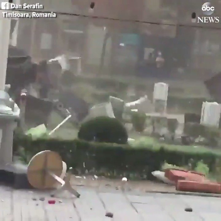 Wild gust of wind whips through Romanian city, sending tables and chairs flying. https://t.co/QzICJ180MD