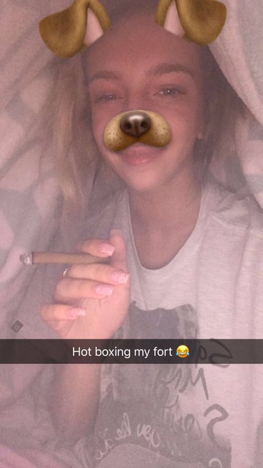 Today I decided to make a fort and hotbox it, @OliviaxLua join for a brief moment 😂😂 https://t.co/tW