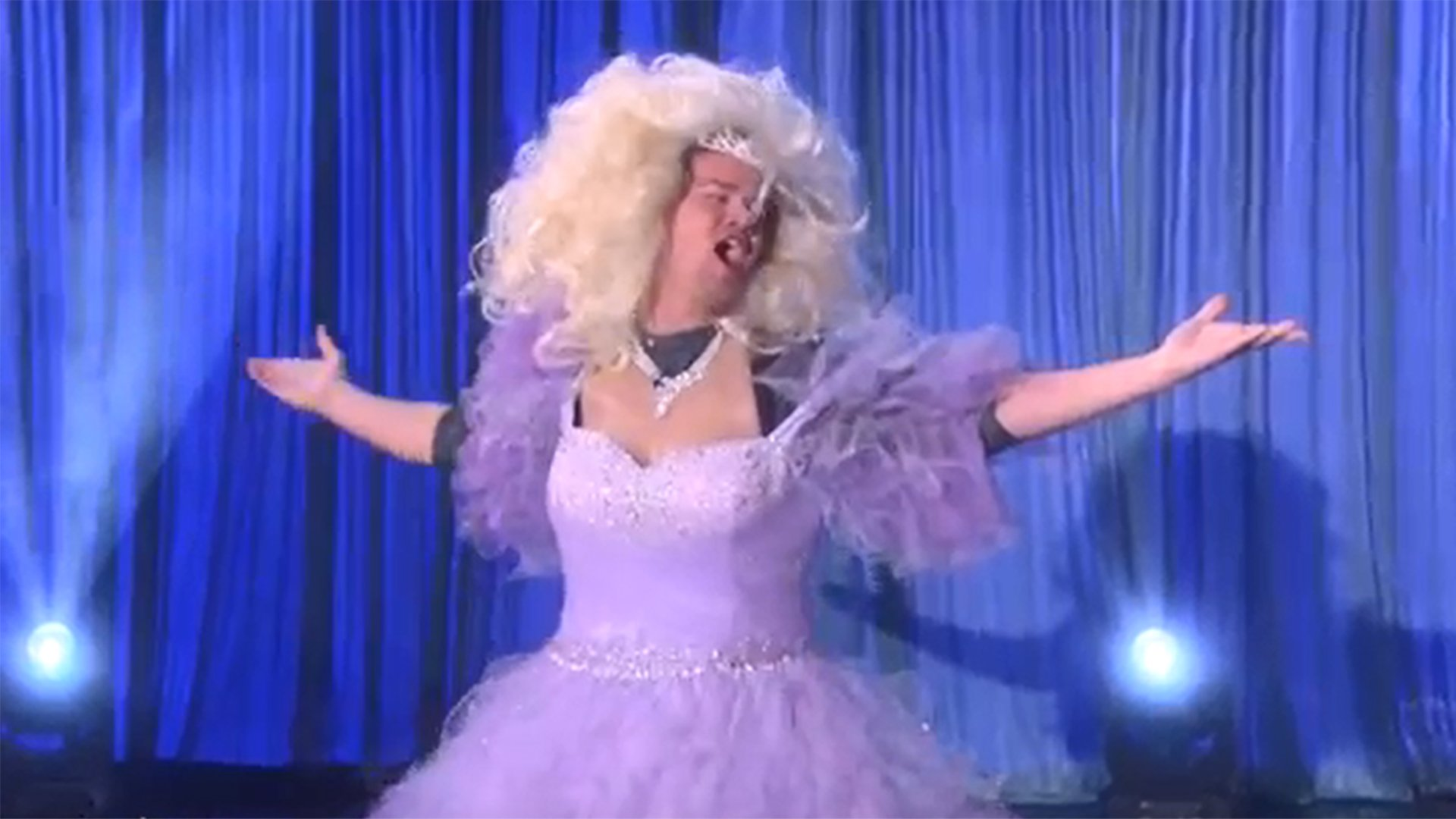 .@channingtatum channels his inner princess to perform 'Let It Go' on 'Ellen' https://t.co/wGkUyTTSbH https://t.co/lnbx6fd7vJ