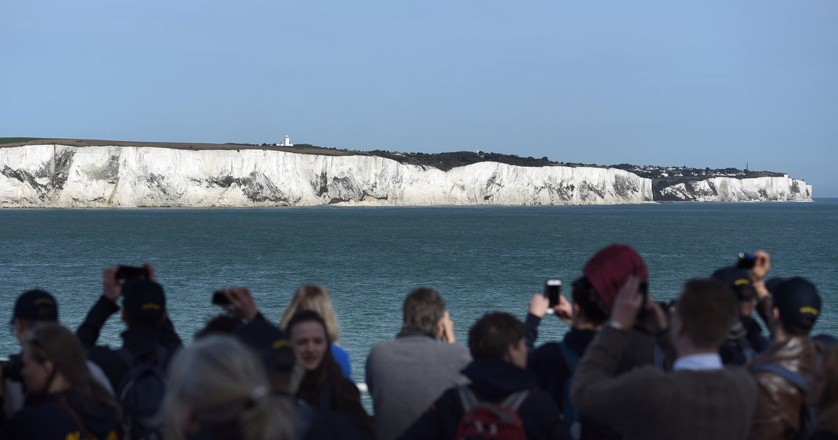 Fossilized Cosmic Dust Found in the Iconic White Cliffs of Dover https://t.co/9KMKWgja1g https://t.co/7I6lczPjMG