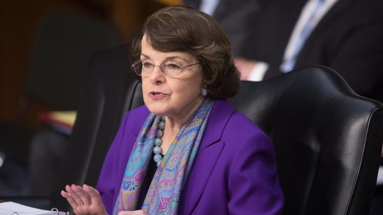 Feinstein, who called for patience with Trump, lashes out over his attacks on Clinton https://t.co/JwNRdF0EvB https://t.co/gqkKBSo4RJ