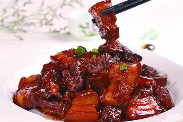 お昼御飯の時間に失礼しますーイベントの中に出た紅焼肉(ホン・シャオ・ロー)について👏醤油煮込み。中国語では红烧と書く。紅