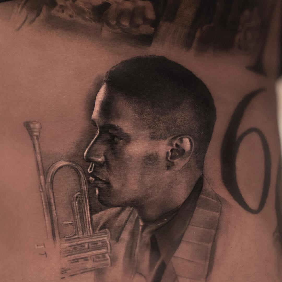 Drake's new tattoo is a tribute to Denzel Washington's character in Mo' Better Blues. https://t.co/GNFZYFzY8G https://t.co/OhQYdblrAv