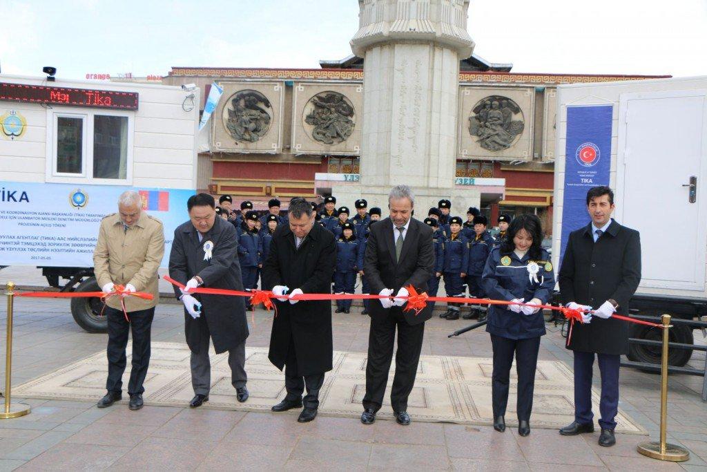 #TİKA spendete zwei Mobile-Offices, um mit ansteckenden Tierseuchen in der #Mongolei zu kämpfen. https://t.co/nvIkSS0Kjg