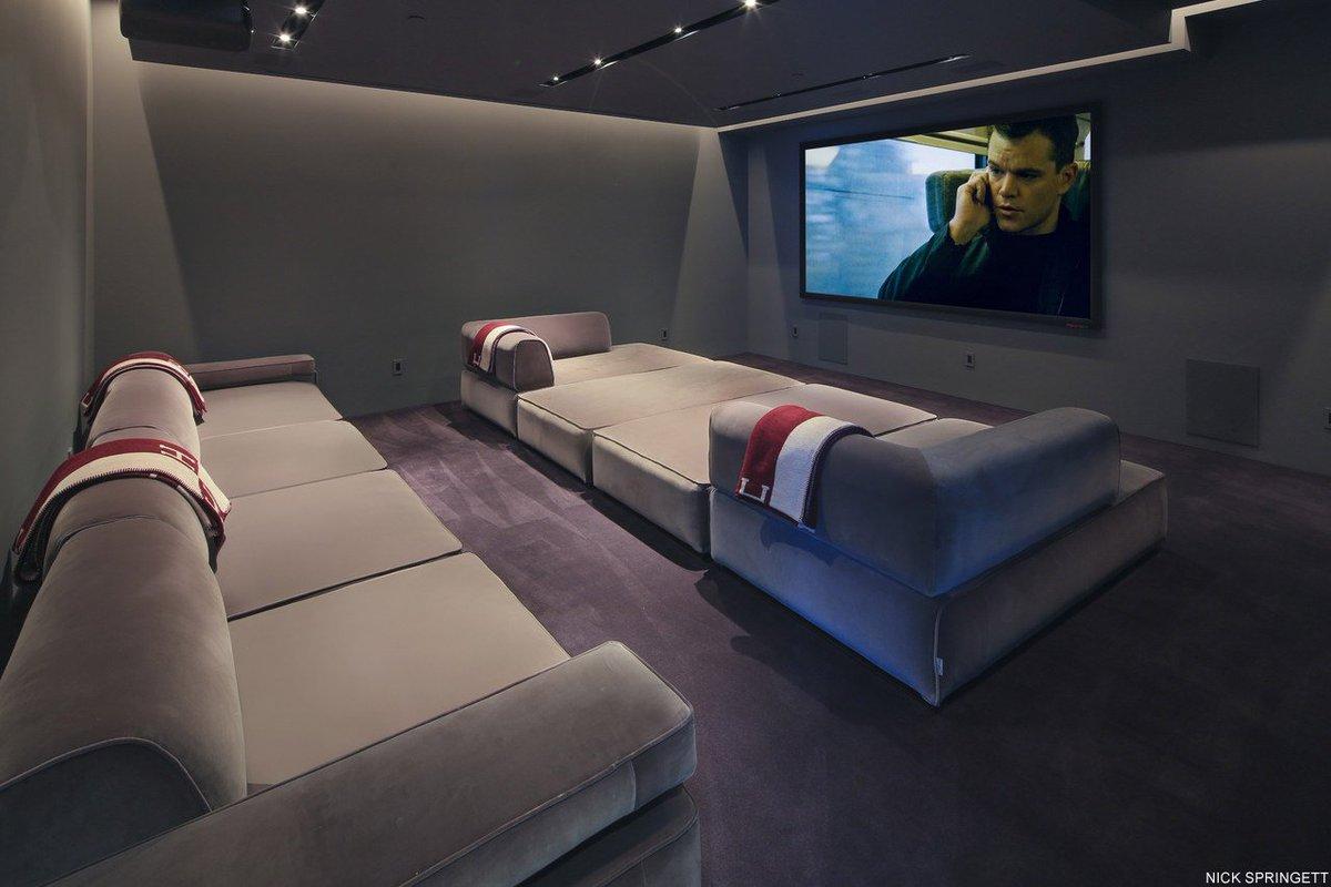マイケル・ベイ監督が所有したロスの家【#写真】 以前は「トランスフォーマー」シリーズなどで知られる映画監督のマイケル・ベイ氏が所有していた。売り出し価格は4500万ドル(約50億円)