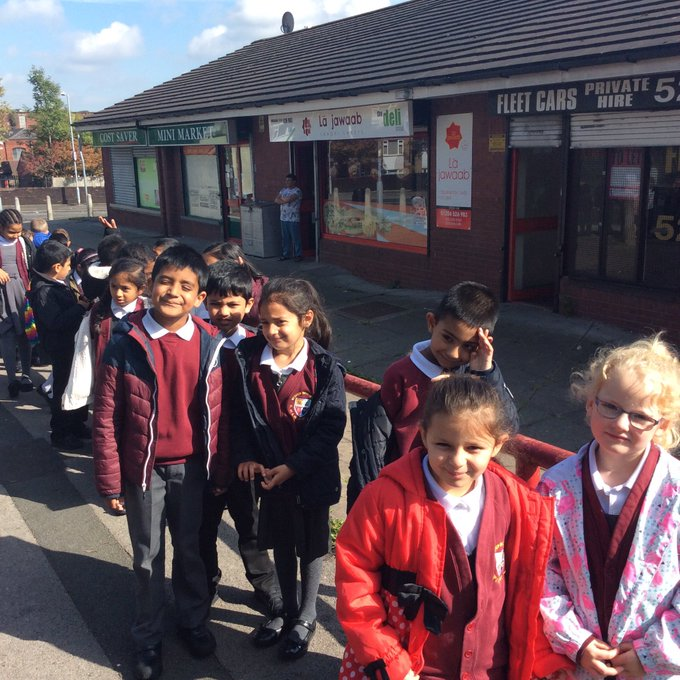 L3 and L4 have been exploring their local area to find types of buildings and their uses. #Great lever https://t.co/FzAyyh2LCW