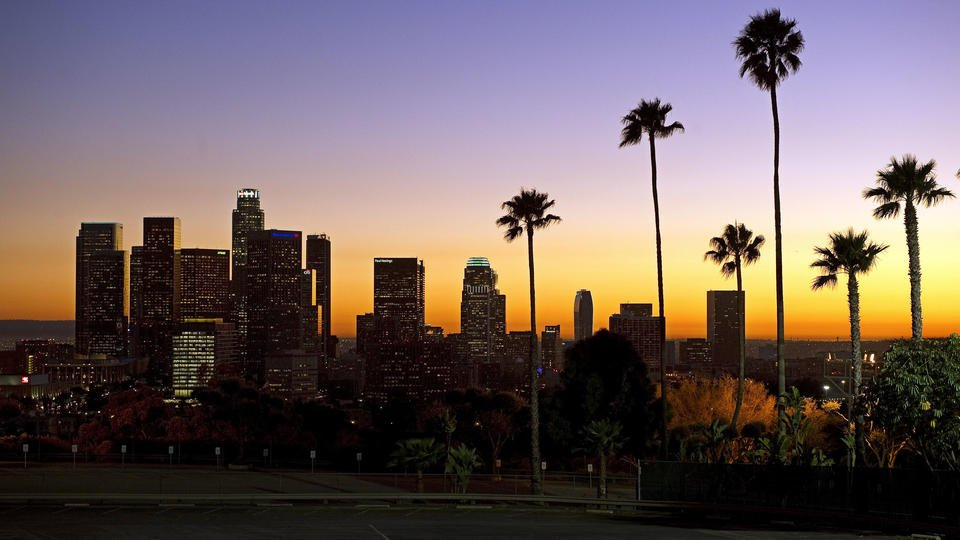 Small quake prompts Hollywood, L.A. to light up Twitter