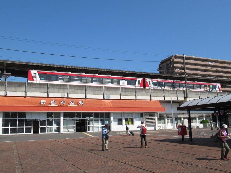 鹿島神宮駅、ラストは、鹿島神宮駅で撮影した鹿島臨海鉄道の6000系。右側の車両は、ガールズ&パンツァー仕様ラッピング列車