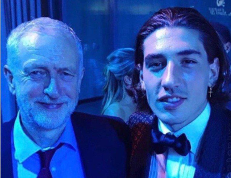 Hector Bellerin and Jeremy Corbyn join forces to troll fellow Arsenal man Piers Morgan https://t.co/qGfr3jsh9U https://t.co/y0ejDFFUZv