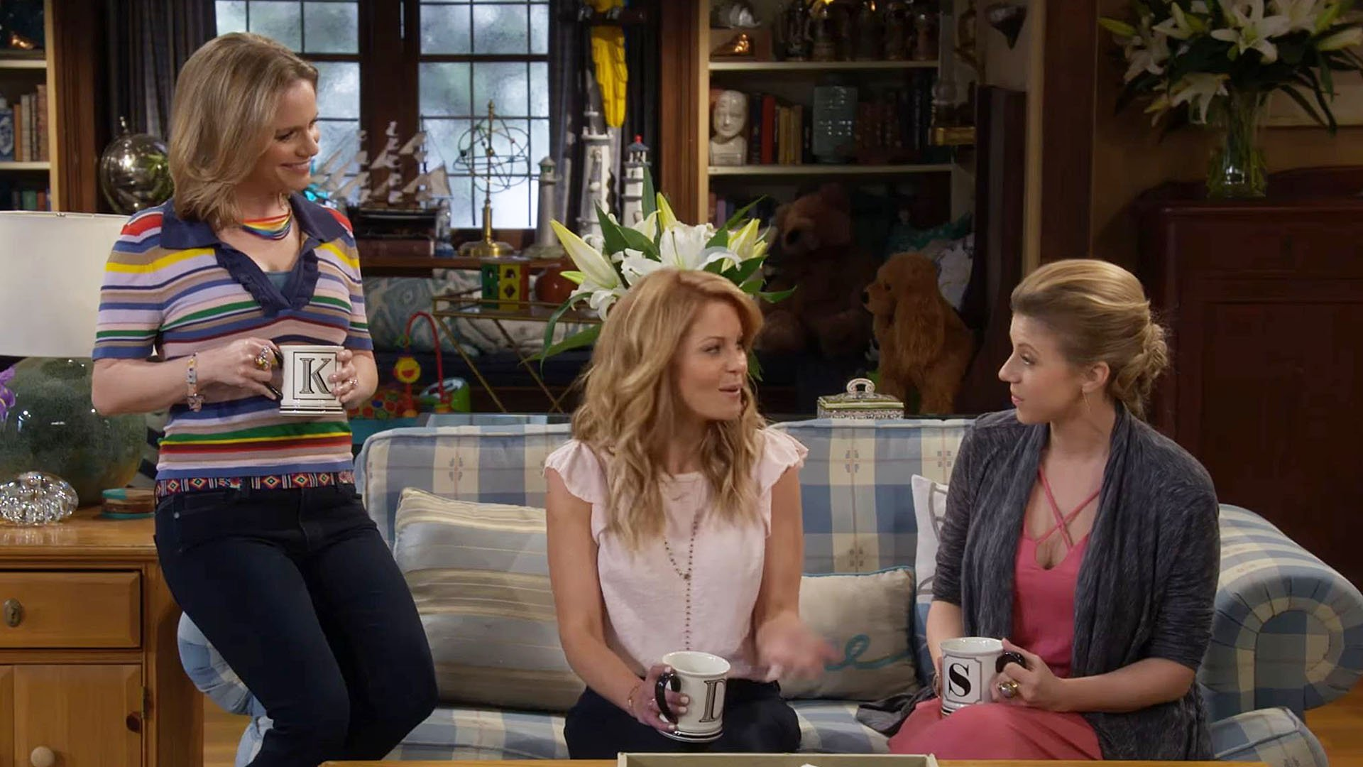 New 'Fuller House' trailer for 3rd season will give you all kinds of nostalgia https://t.co/11mocysh5g https://t.co/oCgRMaPfru