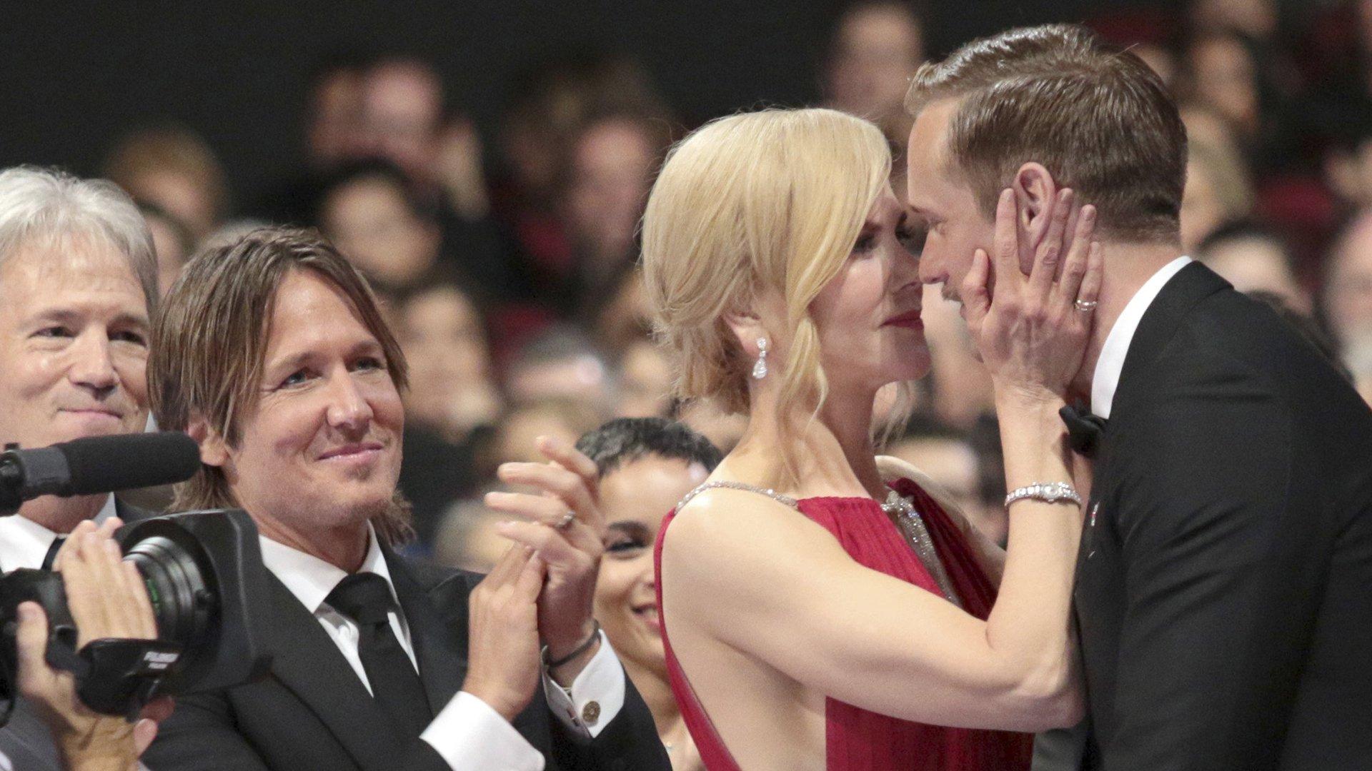 Calm down! Nicole Kidman kisses everyone on the lips https://t.co/yMH3lxPdHg https://t.co/2pP4QP1ONs