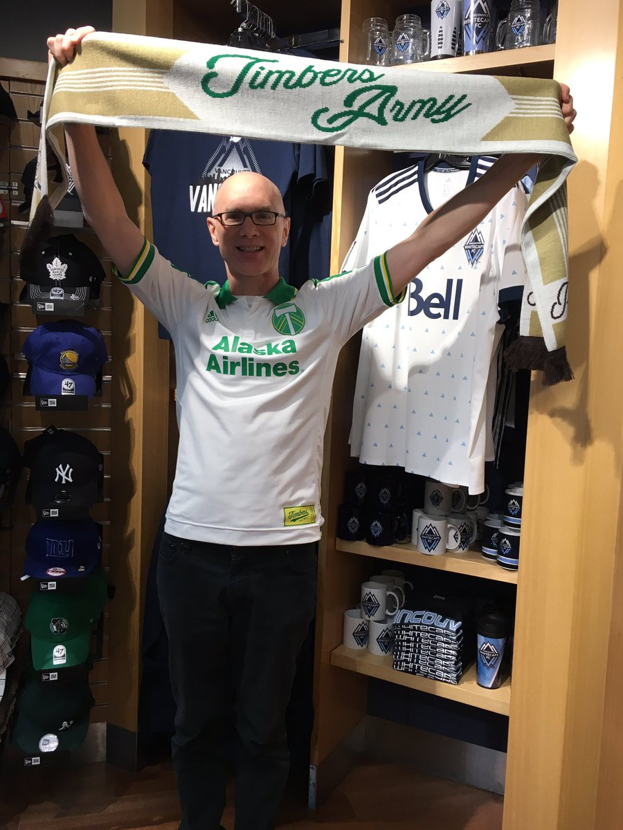 International #ScarvesUp - thanks to shop employee for taking pic 😘 @MLS @TimbersFC @timbersarmy @MLSWORKS #RCTID https://t.co/WmQUhsVVyo