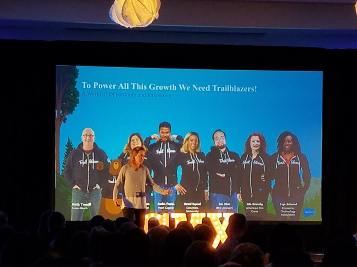The community is at the center of the @salesforce shift. #CMXsummit https://t.co/KfEvrSzE2e