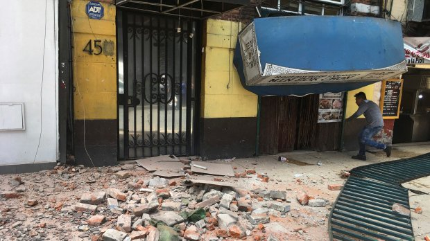 UPDATED: Magnitude 7.1 earthquake jolts central Mexico, collapsing some buildings