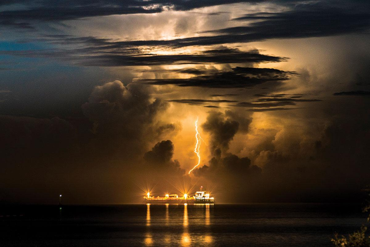 Lightning storms triggered by exhaust from cargo ships https://t.co/F5B4ntaHwD https://t.co/1DnjZL0MA9