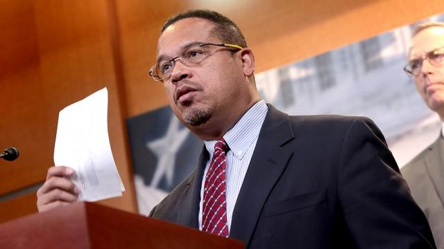 Keith Ellison compares illegal immigrants to Jews fleeing Nazi Germany https://t.co/RgnaBSfqK5 https://t.co/lO9KTGIbXU