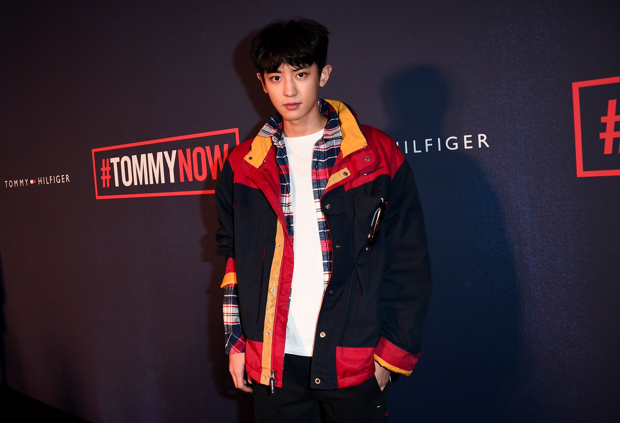 Looking dapper! #CHANYEOL on the red carpet at #TOMMYNOW #LFW https://t.co/IfU6uHn1qN https://t.co/DA1znV3J0j