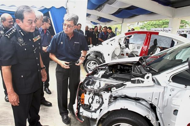 Proton gifts car and parts to S'gor cops - Nation