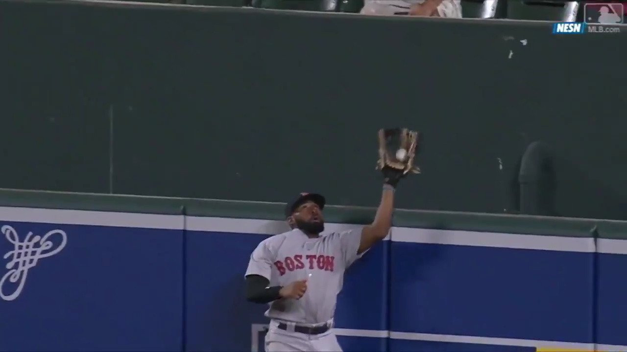 So smooth, so sick.  @JackieBradleyJr makes a difficult catch look way too easy. https://t.co/Tlltw3cEb5