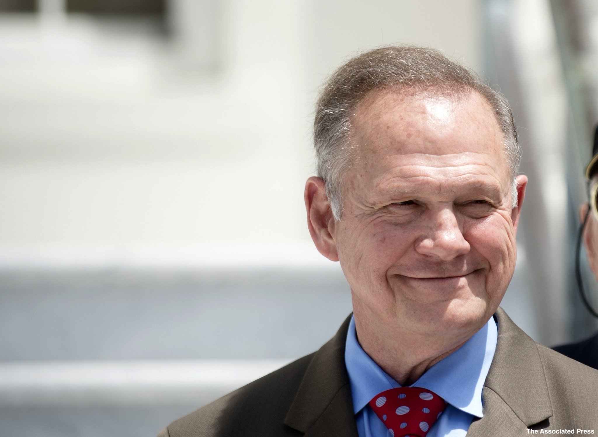 Alabama Senate candidate Roy Moore tweets affirmation of his 'reds, yellows' remarks. https://t.co/O8kWLRBXvo https://t.co/6qvZsVobkb