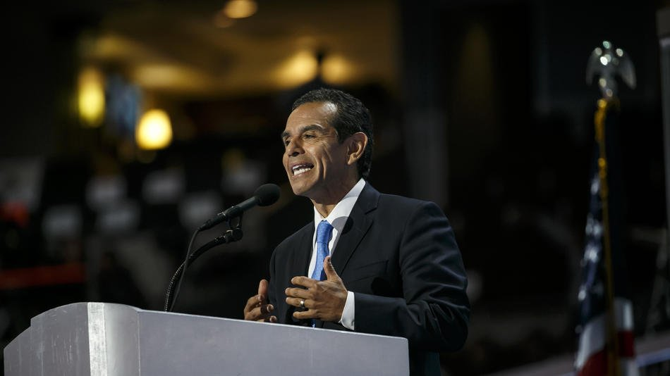 Antonio Villaraigosa plans to address the PAC that typically supports GOP candidates https://t.co/9h2KJoIgG9 https://t.co/XYFMdxpkOf