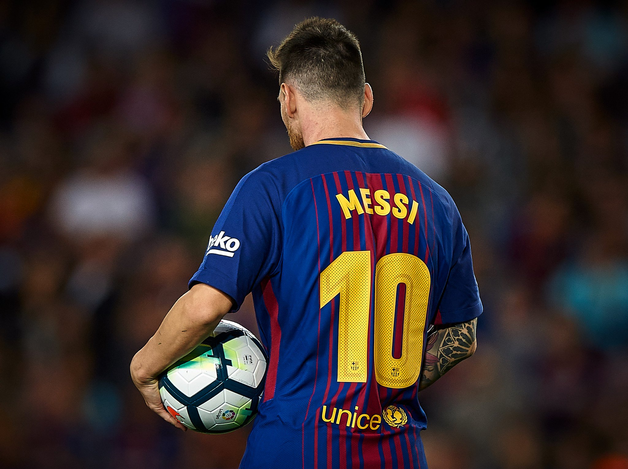 Leo Messi has now scored 39 hat-tricks for Barcelona in all competitions...   Most memorable? ⚽️⚽️⚽️⚽️ #UCL https://t.co/AqSUVbcpBJ