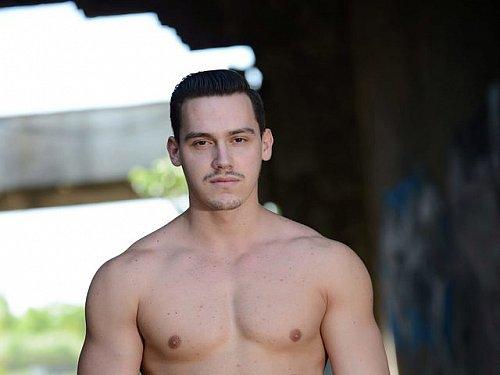 #HotMen - Taylor Robinson- Watch him on #gaycam zDbZsDyOz5 xhKAfxsmbz