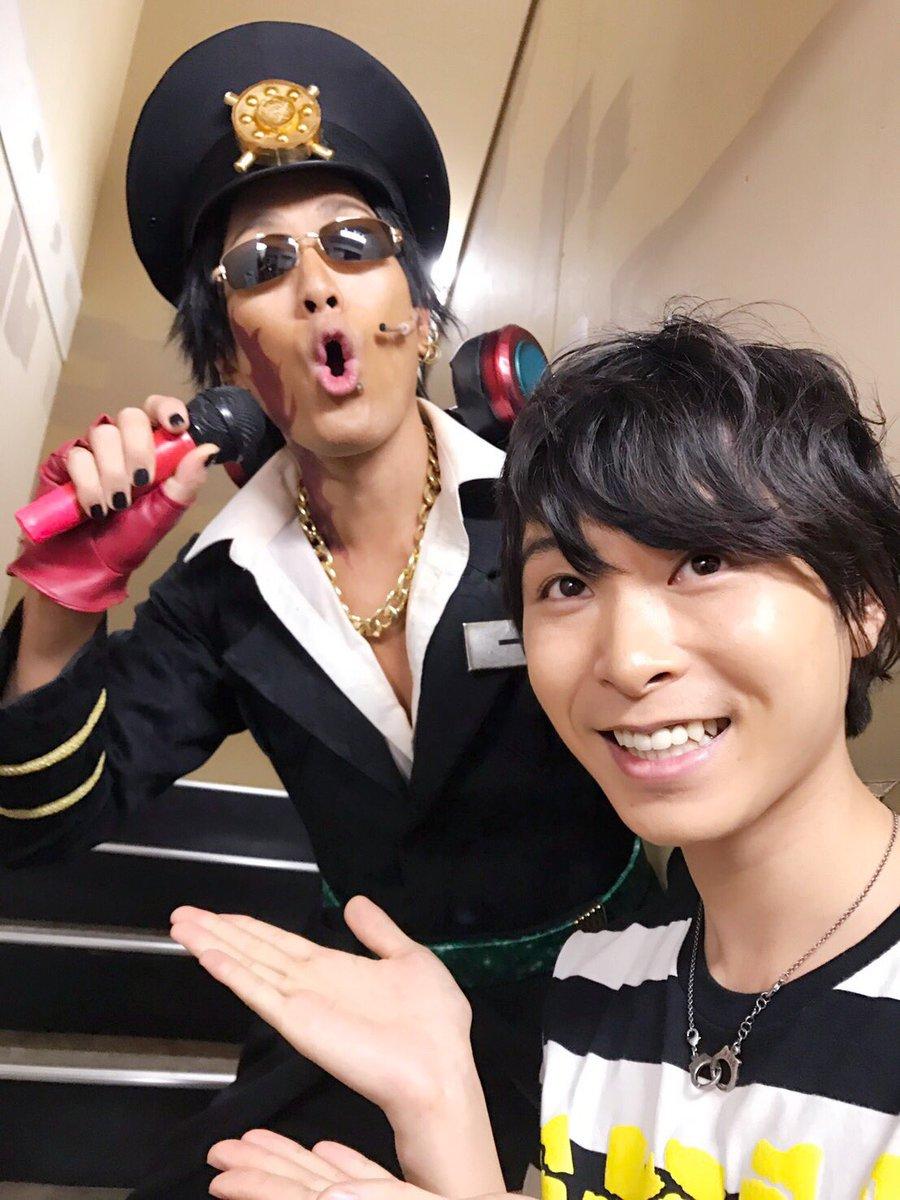 そして今日はアニメ『ナンバカ』のジューゴ役の上村祐翔くんが遊びに来てくれました!マモのイベントコントで共演したぶりの再会