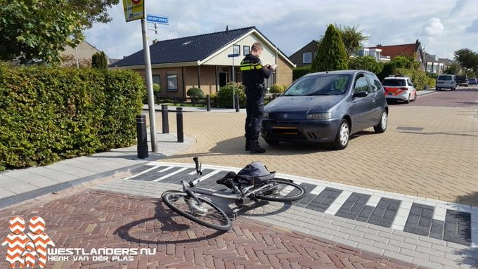 Fietser klapt op voorruit auto https://t.co/WcAogIE4wf https://t.co/MHaKHbKFYb