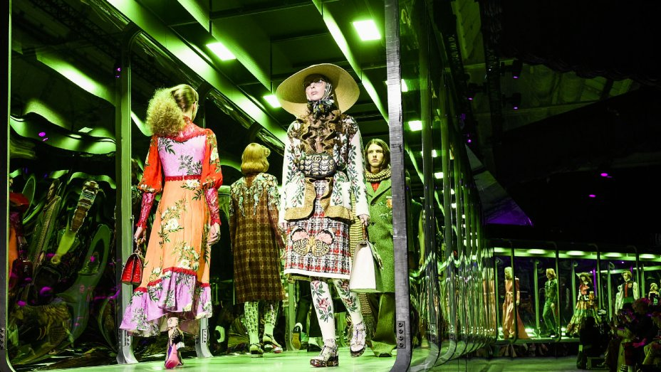Watch the @Gucci Spring 2018 livestream here: https://t.co/cLF06LajQH https://t.co/EeNrp0NGAU