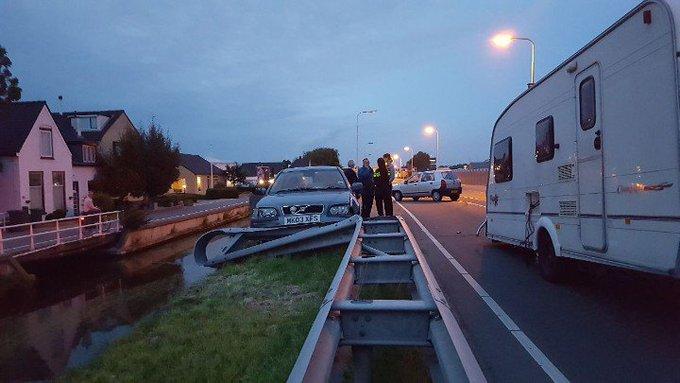 Poeldijk Nieuweweg afgesloten na ongeluk met een caravan. https://t.co/BXYcbiDFBb